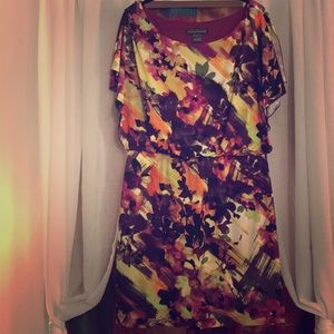 Floral/abstract dress with split/flutter sleeves.